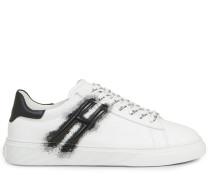 H365 Hogan Listens to Rap, Sneaker