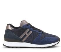 R261, Sneaker