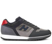H321, Sneaker