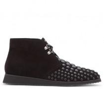 Black suede desert boot with black studs MATT