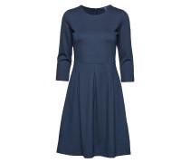 O1. Classic Daywear Dress