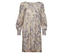 Langärmiges Kleid