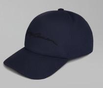 Basecap mit Schirm und Aufgesticktem Logo
