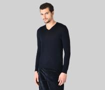 Pullover mit V-ausschnitt aus Reiner Wolle