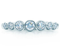 Tiffany Jazz™ sich verjüngender Bandring mit Diamanten in Platin