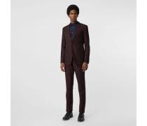 Körperbetonter Anzug aus Wolle