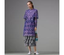 Kleid aus laminierter Spitze mit Cape-Ärmeln