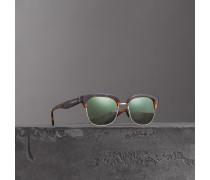 Sonnenbrille in Retro-Optik