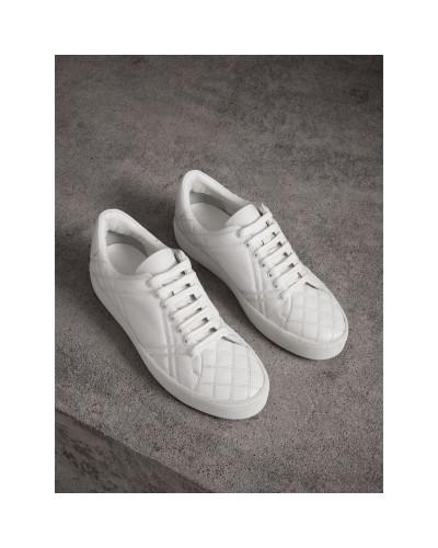 Stepp-Sportschuhe mit Check-Muster