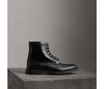 Stiefel aus poliertem Leder mit Brogue-Details