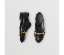 Brogues aus Leder mit Kettendetail