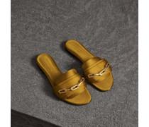 Slides aus Satin und Leder mit Kettendetail