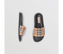 Slides aus Vintage Check-Gewebe und Leder