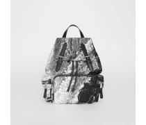 The Medium Rucksack mit Fantasielandschaftsmotiv