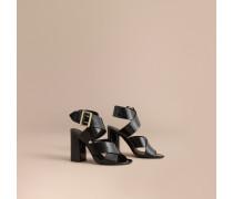 Lackleder-Sandalen mit Schnallendetail