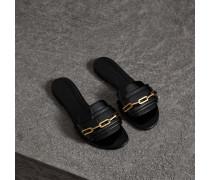 Slides aus Lackleder mit Kettendetail