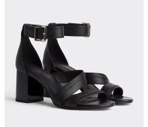 Leder-Sandale mit Absatz und Riemen