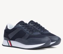 Mesh-Sneaker aus Materialmix