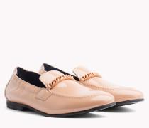 Lackleder-Loafer mit Kettendetail