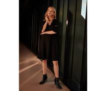 Exklusive schwarzes Kleid mit V-Ausschnitt
