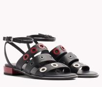 Sandale mit Zierösen und Riemchen
