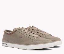 Sneaker mit Materialmix
