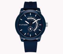 Analoge Armbanduhr mit Prägung
