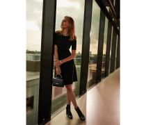 Exklusive schwarzes Pulloverkleid