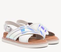 Flache Sandale mit schillerndem Riemen