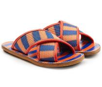 Gemusterte Slip-In-Sandalen mit gekreuzten Riemen