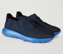 Sneakers Aus Funktionsmaterial Mit Elastikeinsätzen