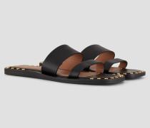 Flache Sandalen aus Leder mit Zwei Bändern und Goldenen Nieten