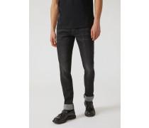Slim Fit Jeans J02 aus Dark Rinse Denim mit All-over-logotasche