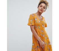 Ausgestelltes Kleid mit Blumenmuster und Knöpfen vorn