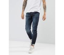 Jeans mit verdrehten Beinen in schlanker Passform aus Bio-Baumwolle