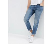 Schmale Jeans mit heller Waschung
