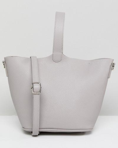 Strukturierte Tasche mit abnehmbarem Umhängeriemen