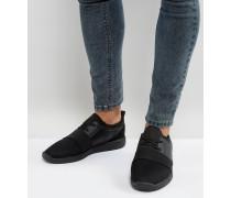 Sneaker in Schwarz