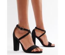 Sandalen mit Absatz und überkreuzten Riemchen