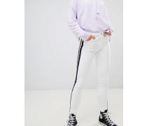 Jeans mit Seitenstreifen in Kontrastfarbe
