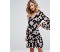 Gesmoktes Kleid mit gepunktetem Netzstoff und Blumenmuster