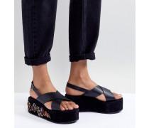Sandalen mit Plateausohle und Stickerei