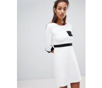 Fit-and-Flare-Kleid aus Stretch-Material mit Tasche