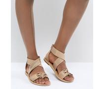 Sandalen in Hellbraun mit überkreuzten Riemen