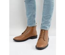 Hellbraune Stiefel im Budapester Stil
