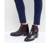 Saddle - Flache Ankle-Boots aus Leder mit Schnalle