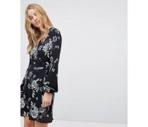 Geblümtes Kleid mit Wickeleffekt