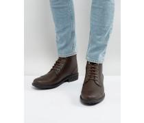 Geschnürte Stiefel in Braun mit gefrästem Design