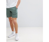 P55 - Schmale Chino-Shorts in Grün