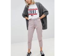 Mom-Jeans mit kurzem Schnitt